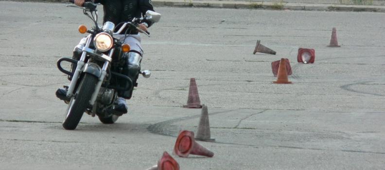 Statistica promovabilitate examen moto pe scoli si instructori