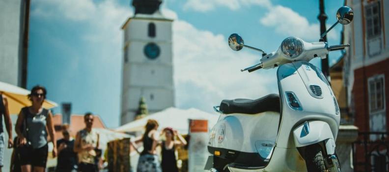 Viziteaza Sibiul pe Vespa